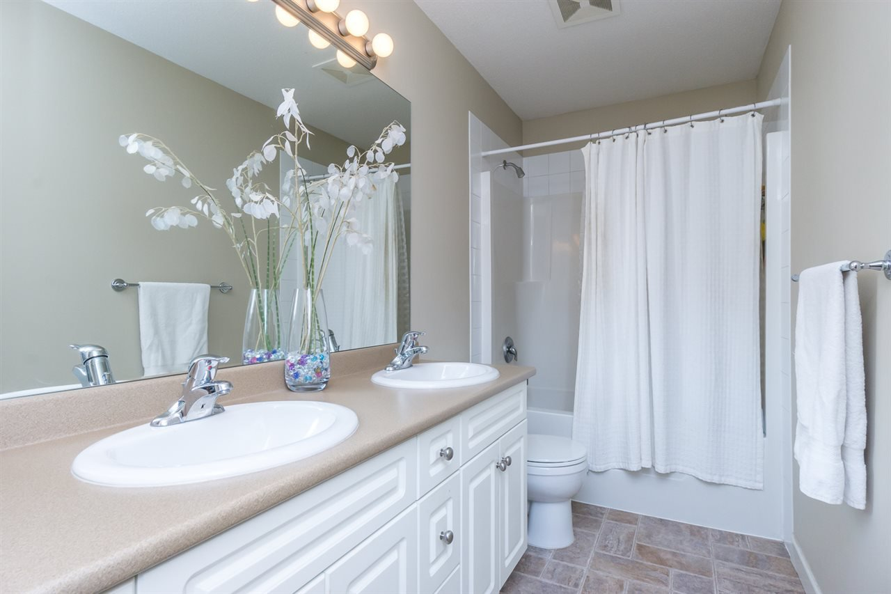 """Photo 16: Photos: 4382 BLAUSON Boulevard in Abbotsford: Abbotsford East House for sale in """"Auguston"""" : MLS®# R2191722"""
