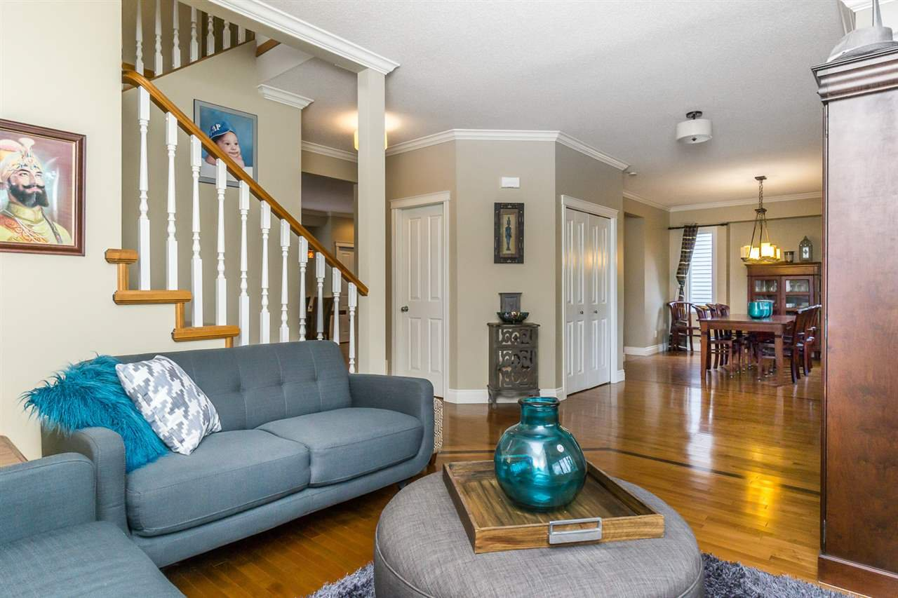 """Photo 3: Photos: 4382 BLAUSON Boulevard in Abbotsford: Abbotsford East House for sale in """"Auguston"""" : MLS®# R2191722"""