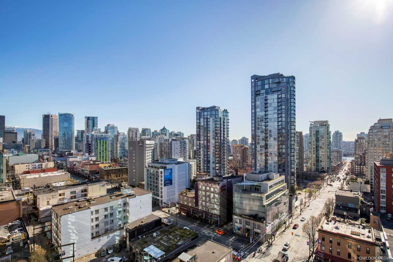 "Main Photo: 1601 1212 HOWE Street in Vancouver: Downtown VW Condo for sale in ""1212 HOWE"" (Vancouver West)  : MLS®# R2248305"