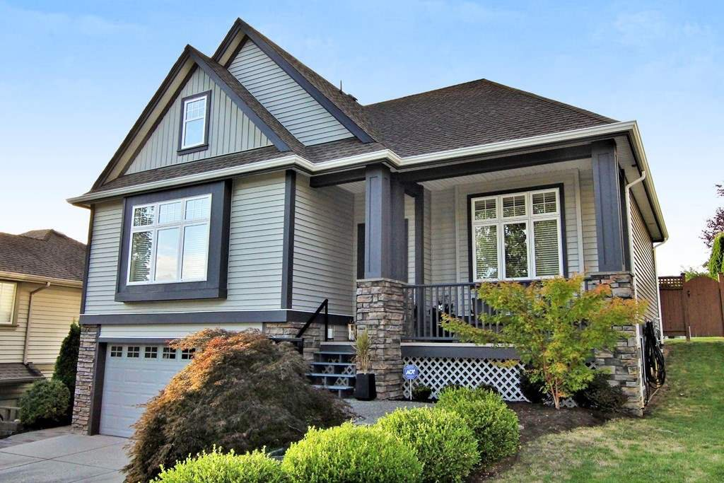 "Main Photo: 3396 BLOSSOM Court in Abbotsford: Abbotsford East House for sale in ""THE HIGHLANDS"" : MLS®# R2304453"