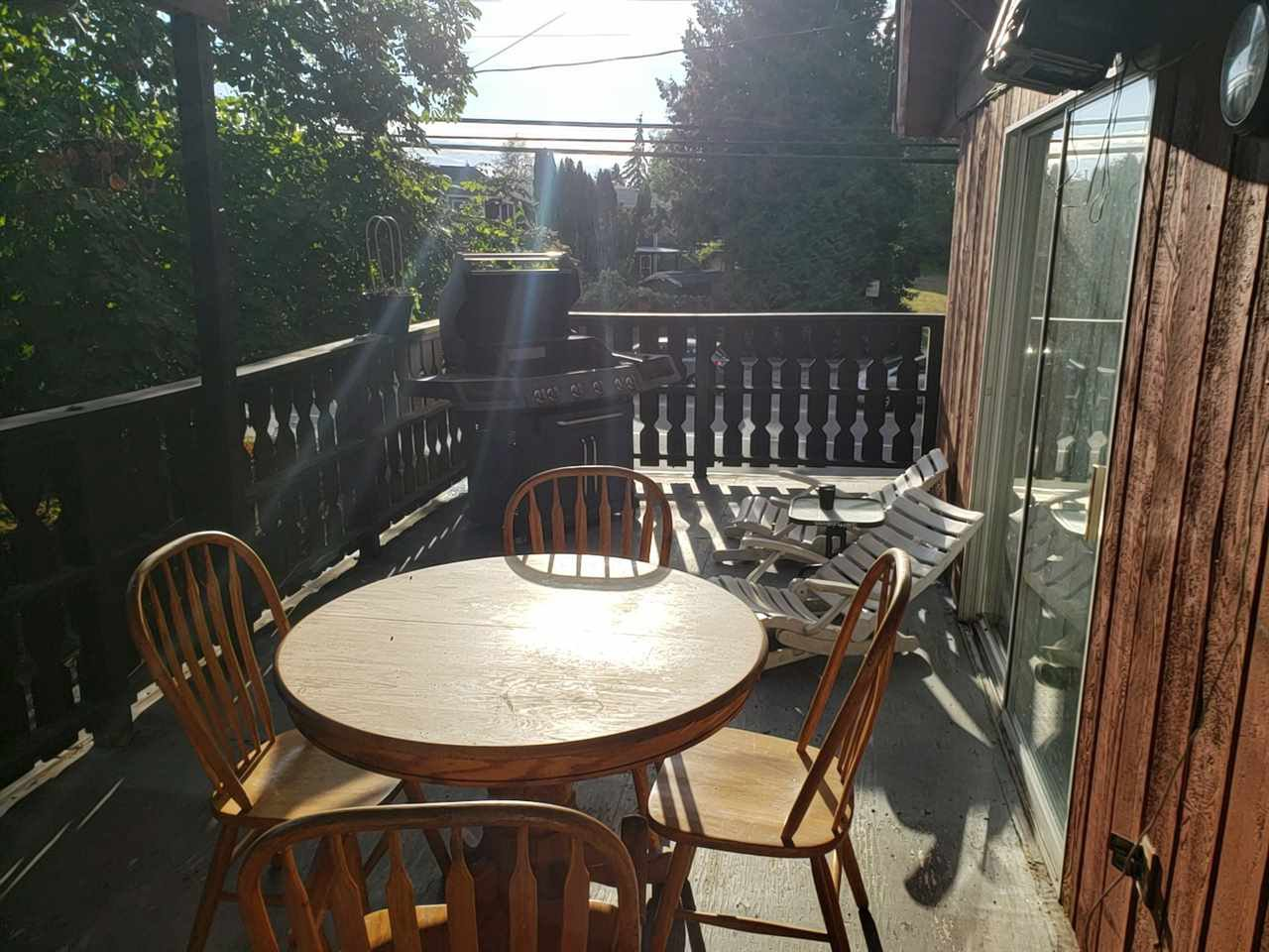 """Photo 5: Photos: 9716 - 9718 156 Street in Surrey: Guildford House Duplex for sale in """"GUILDFORD"""" (North Surrey)  : MLS®# R2306106"""