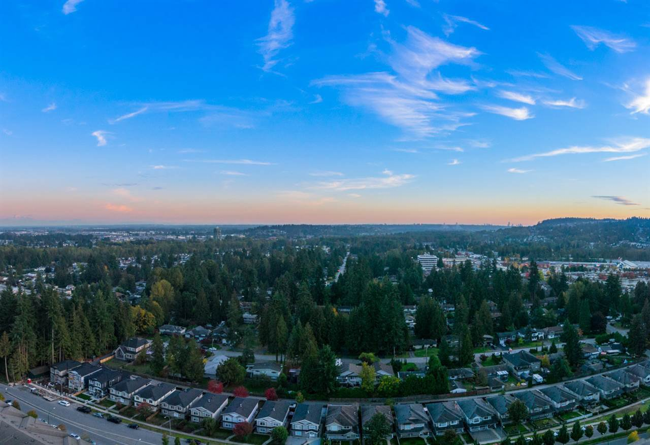 """Photo 10: Photos: 2403 3100 WINDSOR Gate in Coquitlam: New Horizons Condo for sale in """"LLOYD"""" : MLS®# R2311925"""