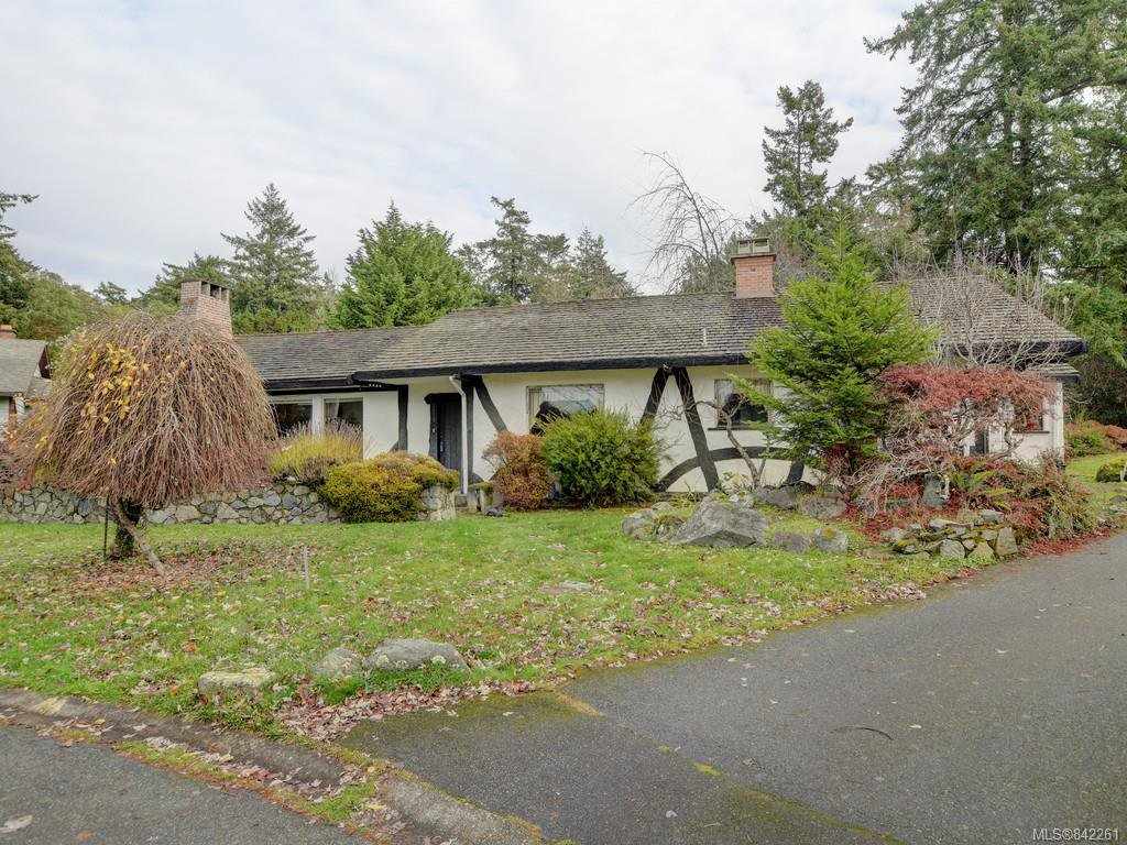 Main Photo: 3959 Burchett Pl in Saanich: SE Arbutus House for sale (Saanich East)  : MLS®# 842261