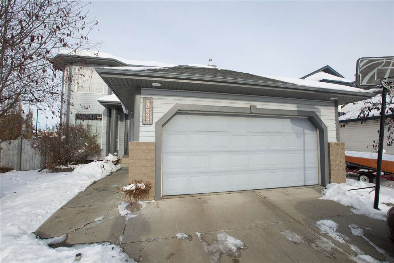 Main Photo: 10932 177 Avenue in Edmonton: Zone 27 House for sale : MLS®# E4221411