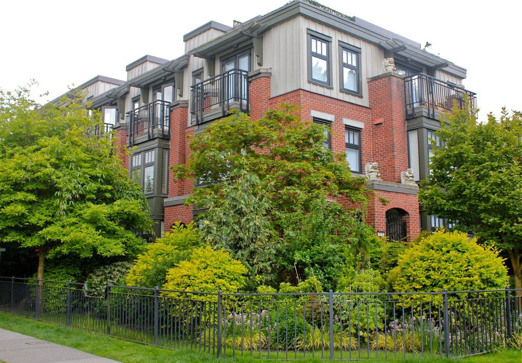 Main Photo: 1709 MAPLE Street in Vancouver: Kitsilano Townhouse for sale (Vancouver West)  : MLS®# V1066186