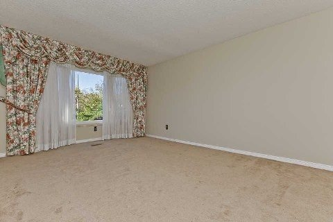 Photo 3: Photos: 17 Oakington Place in Mississauga: Streetsville House (2-Storey) for sale : MLS®# W3041030
