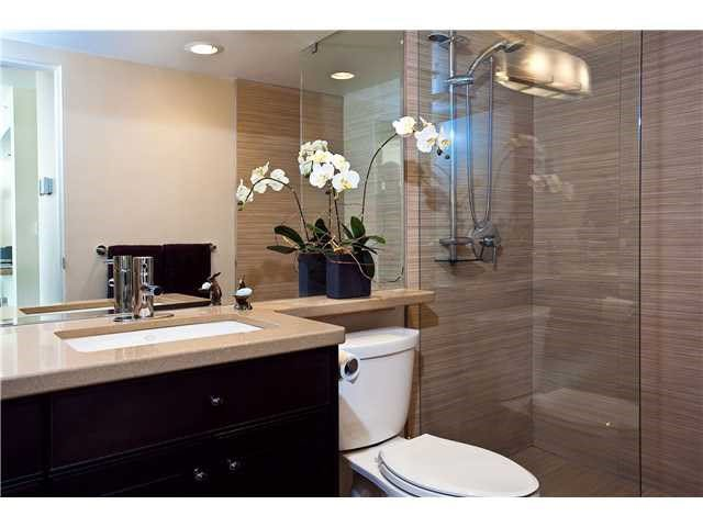 """Photo 3: Photos: 902 1288 MARINASIDE Crescent in Vancouver: Yaletown Condo for sale in """"CRESTMARK"""" (Vancouver West)  : MLS®# V1138811"""