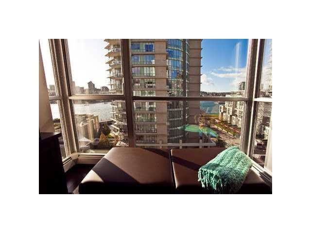 """Photo 7: Photos: 902 1288 MARINASIDE Crescent in Vancouver: Yaletown Condo for sale in """"CRESTMARK"""" (Vancouver West)  : MLS®# V1138811"""