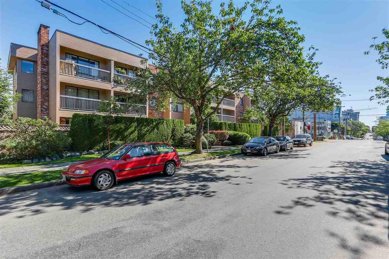"""Main Photo: 202 1825 W 8TH Avenue in Vancouver: Kitsilano Condo for sale in """"MARLBORO COURT"""" (Vancouver West)  : MLS®# R2092637"""