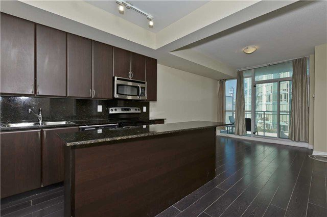 Main Photo: 1504 225 Webb Drive in Mississauga: City Centre Condo for sale : MLS®# W3632249