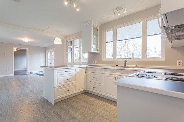 Photo 3: Photos: 20561 BATTLE Avenue in Maple Ridge: Southwest Maple Ridge House for sale : MLS®# R2139958
