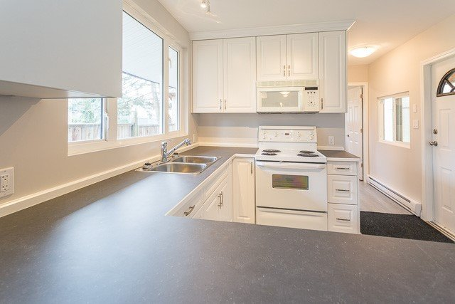 Photo 4: Photos: 20561 BATTLE Avenue in Maple Ridge: Southwest Maple Ridge House for sale : MLS®# R2139958