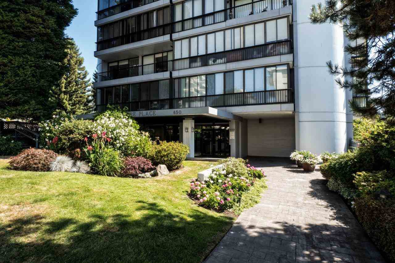 """Main Photo: 1203 650 16TH Street in West Vancouver: Ambleside Condo for sale in """"Westshore Place"""" : MLS®# R2147302"""