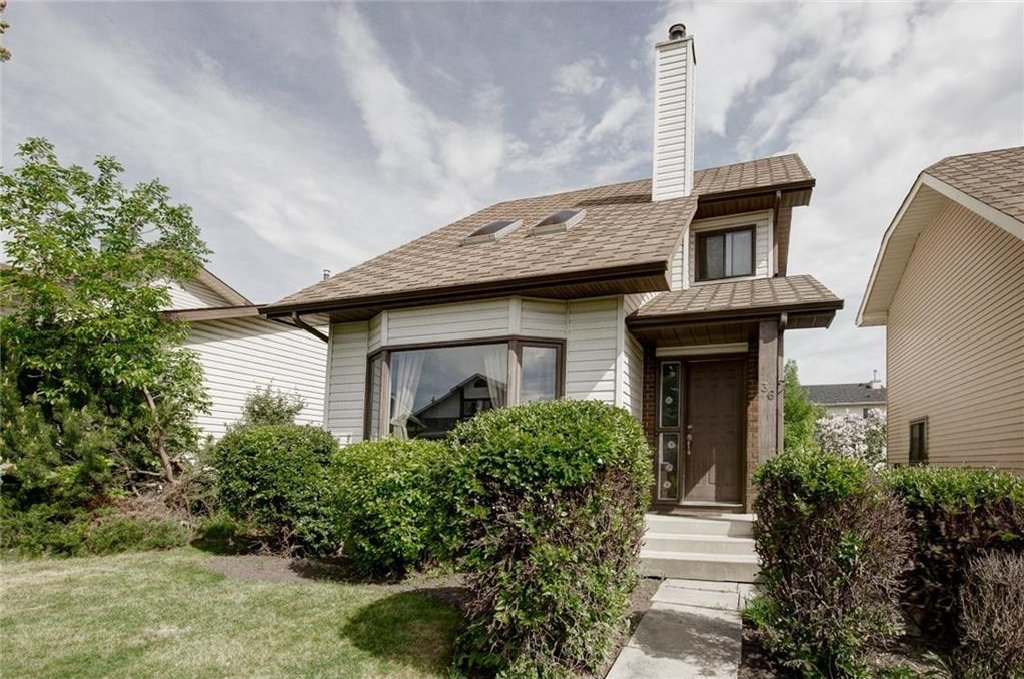 Main Photo: 36 MILLSIDE Road SW in Calgary: Millrise House for sale : MLS®# C4123093