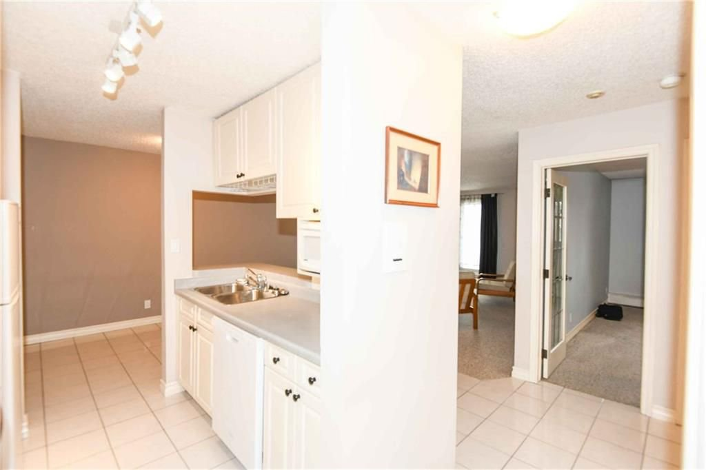 Photo 6: Photos: 407 525 56 Avenue SW in Calgary: Windsor Park Condo for sale : MLS®# C4144517