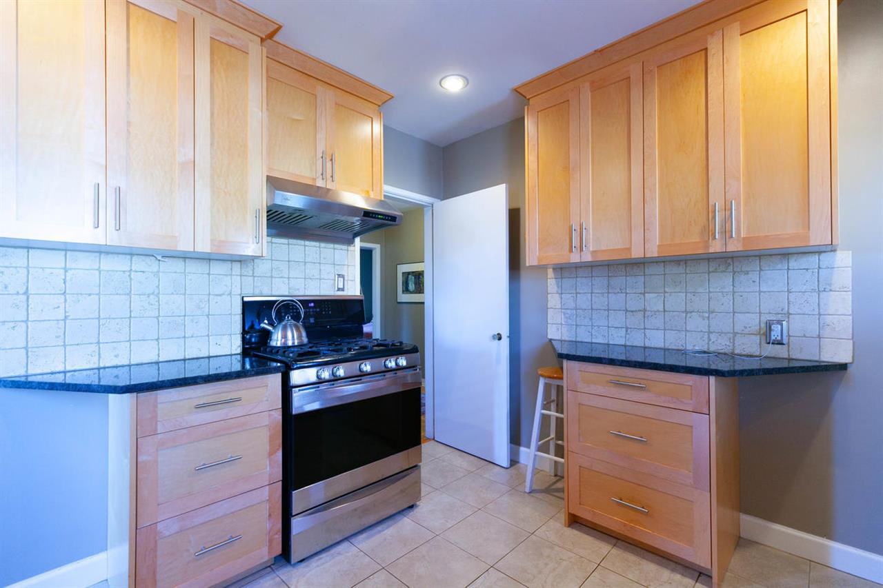 """Photo 6: Photos: 355 SHERBROOKE Street in New Westminster: Sapperton House for sale in """"Sapperton"""" : MLS®# R2332105"""