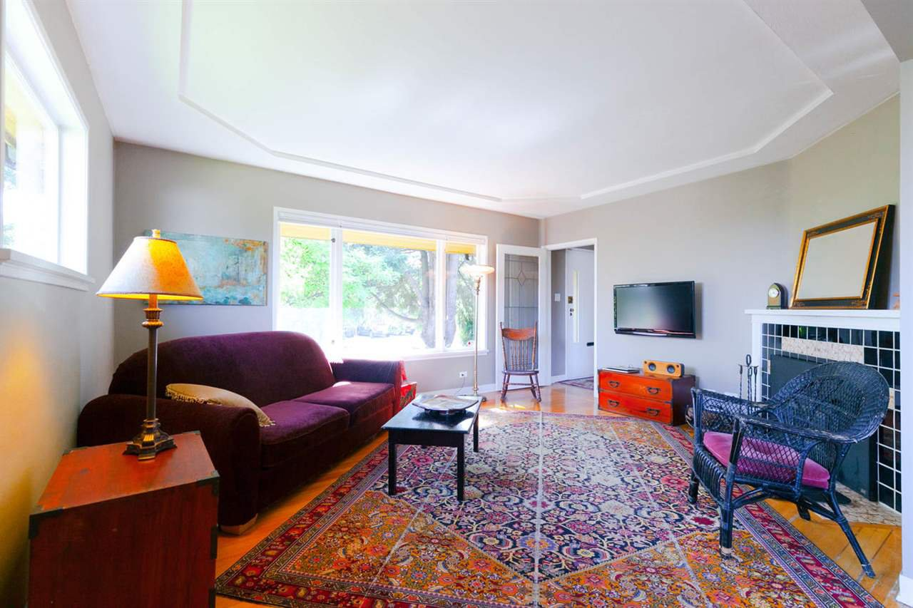 """Photo 2: Photos: 355 SHERBROOKE Street in New Westminster: Sapperton House for sale in """"Sapperton"""" : MLS®# R2332105"""