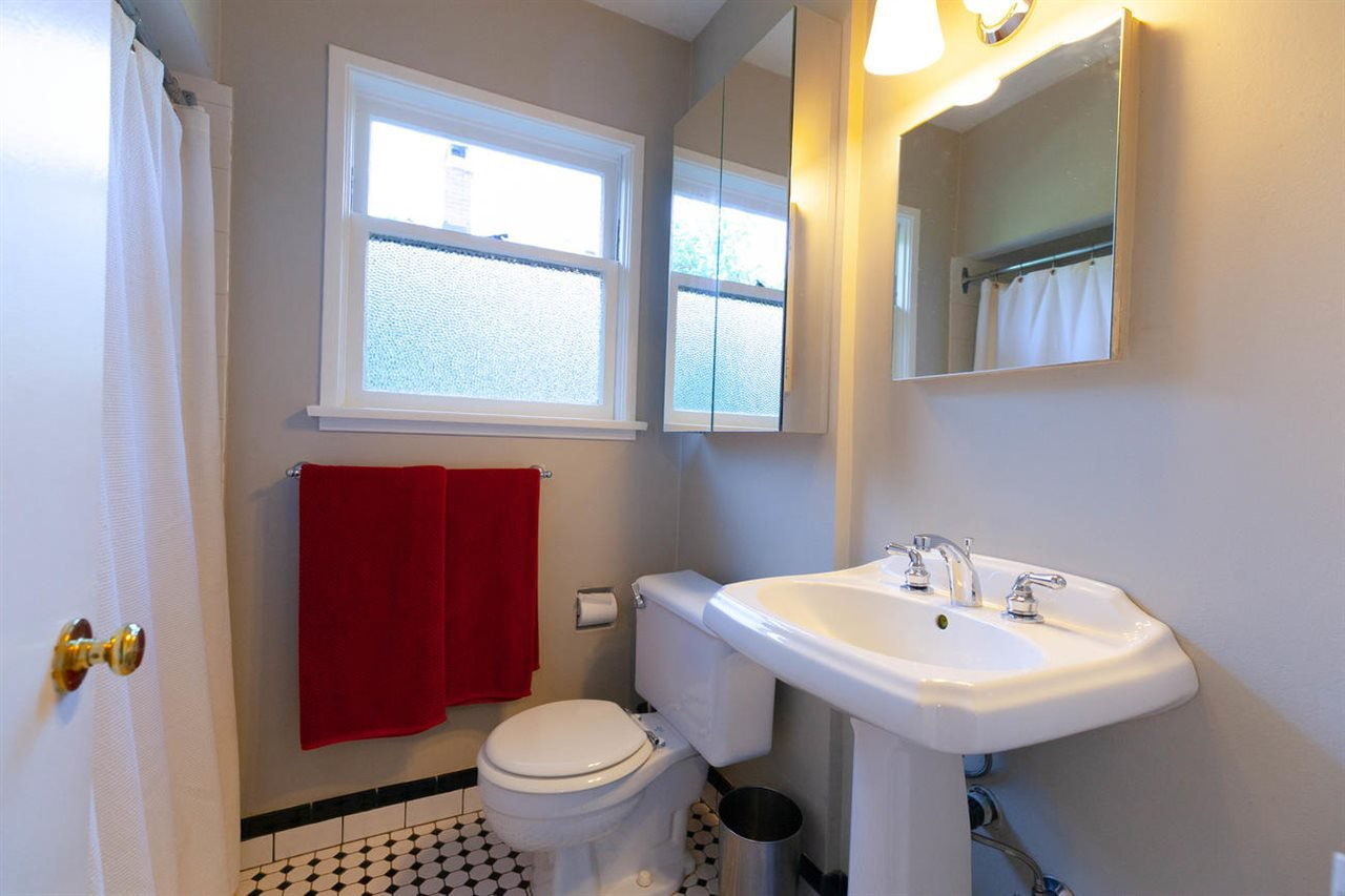 """Photo 8: Photos: 355 SHERBROOKE Street in New Westminster: Sapperton House for sale in """"Sapperton"""" : MLS®# R2332105"""