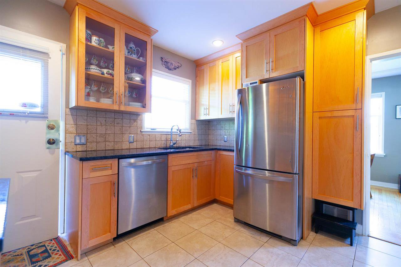 """Photo 5: Photos: 355 SHERBROOKE Street in New Westminster: Sapperton House for sale in """"Sapperton"""" : MLS®# R2332105"""
