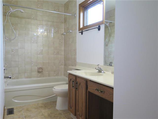 Photo 15: Photos: 18 Brixton Bay in Winnipeg: River Park South Residential for sale (2F)  : MLS®# 1914767