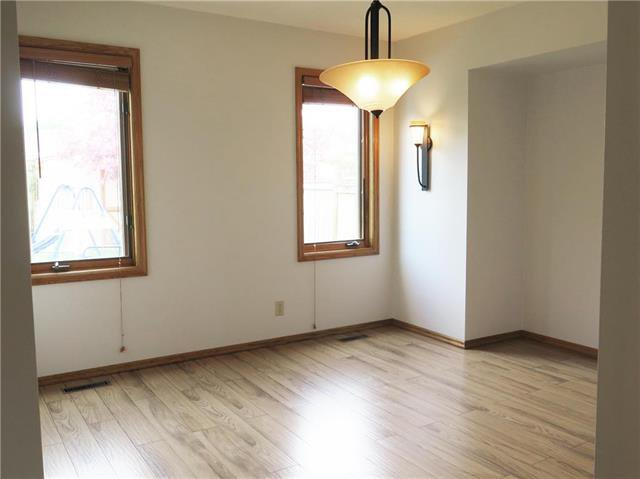 Photo 3: Photos: 18 Brixton Bay in Winnipeg: River Park South Residential for sale (2F)  : MLS®# 1914767