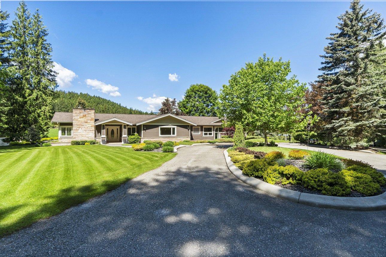 Main Photo: 4321 Southeast 10 Avenue in Salmon Arm: Little Mountain House for sale (SE Salmon Arm)  : MLS®# 10206807