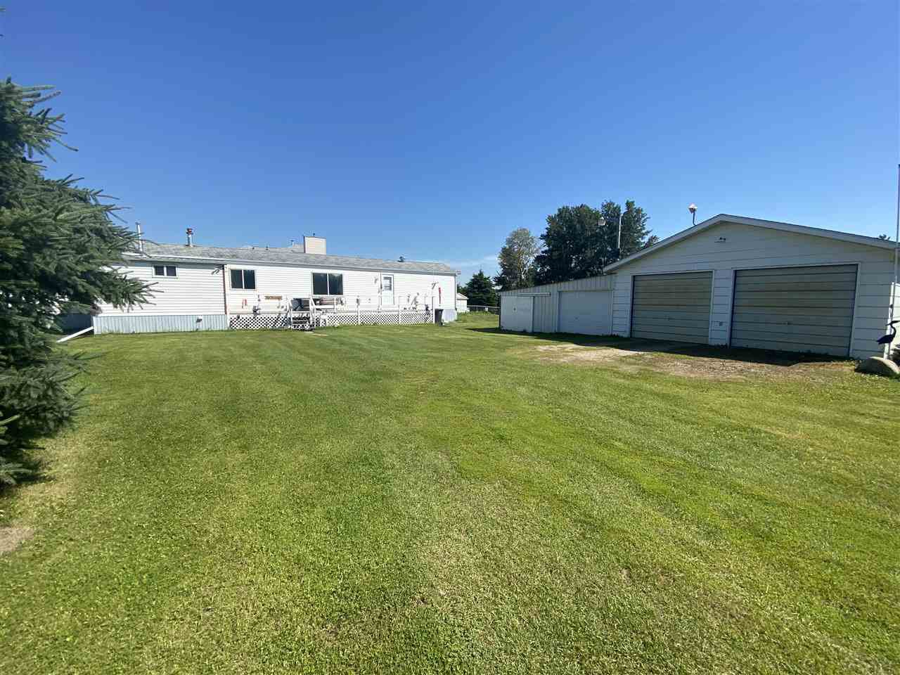 Main Photo: 60 Buskmose Dr: Rural Wetaskiwin County Manufactured Home for sale : MLS®# E4208216