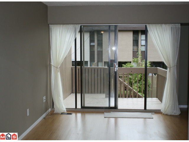 """Photo 4: Photos: 109 13786 103RD Avenue in Surrey: Whalley Townhouse for sale in """"The Meadows"""" (North Surrey)  : MLS®# F1127516"""