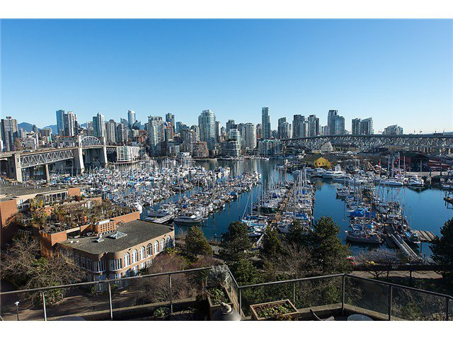 "Main Photo: 911 1450 PENNYFARTHING Drive in Vancouver: False Creek Condo for sale in ""HARBOUR COVE"" (Vancouver West)  : MLS®# V1045664"