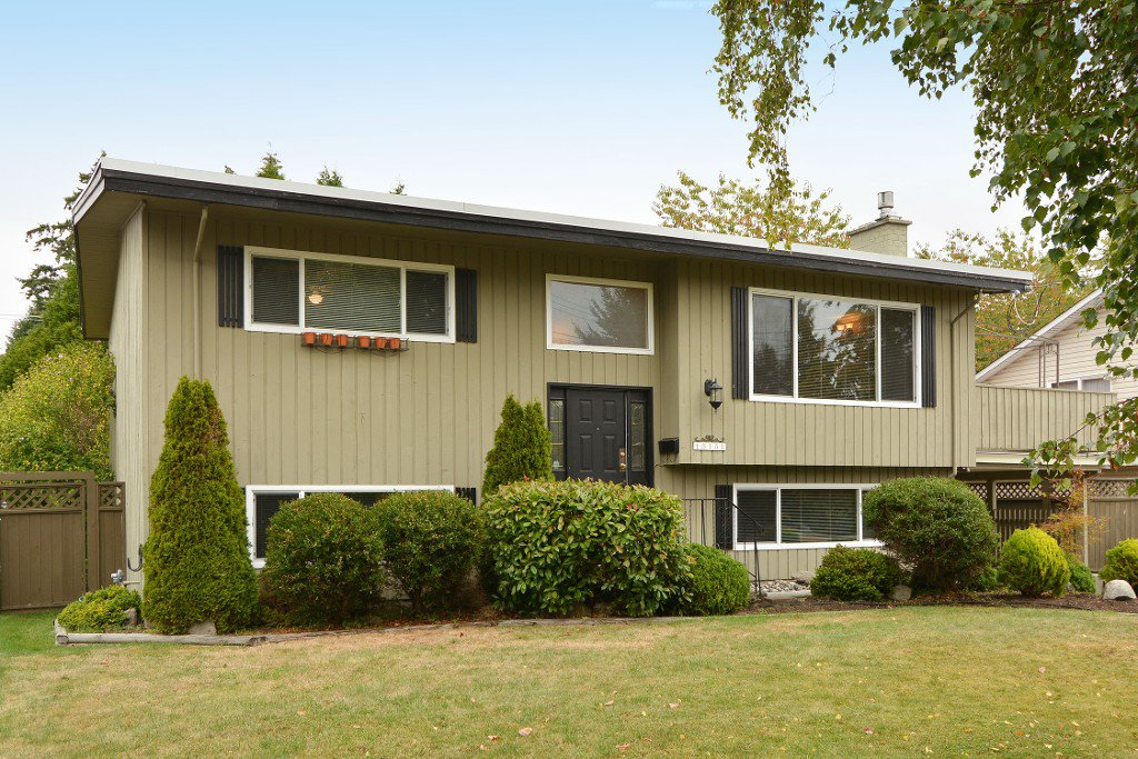"""Main Photo: 13151 15A Avenue in Surrey: Crescent Bch Ocean Pk. House for sale in """"Ocean Park"""" (South Surrey White Rock)  : MLS®# F1423059"""