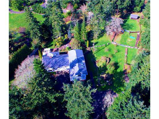 Main Photo: 370 Hector Rd in VICTORIA: SW Prospect Lake House for sale (Saanich West)  : MLS®# 694961