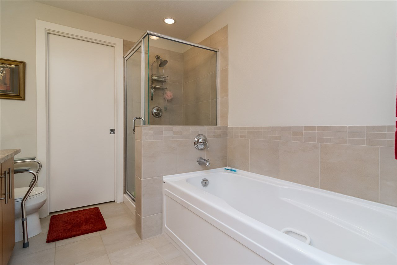 """Photo 12: Photos: 101 16499 64 Avenue in Surrey: Cloverdale BC Condo for sale in """"ST. ANDREWS At Northview"""" (Cloverdale)  : MLS®# R2133630"""