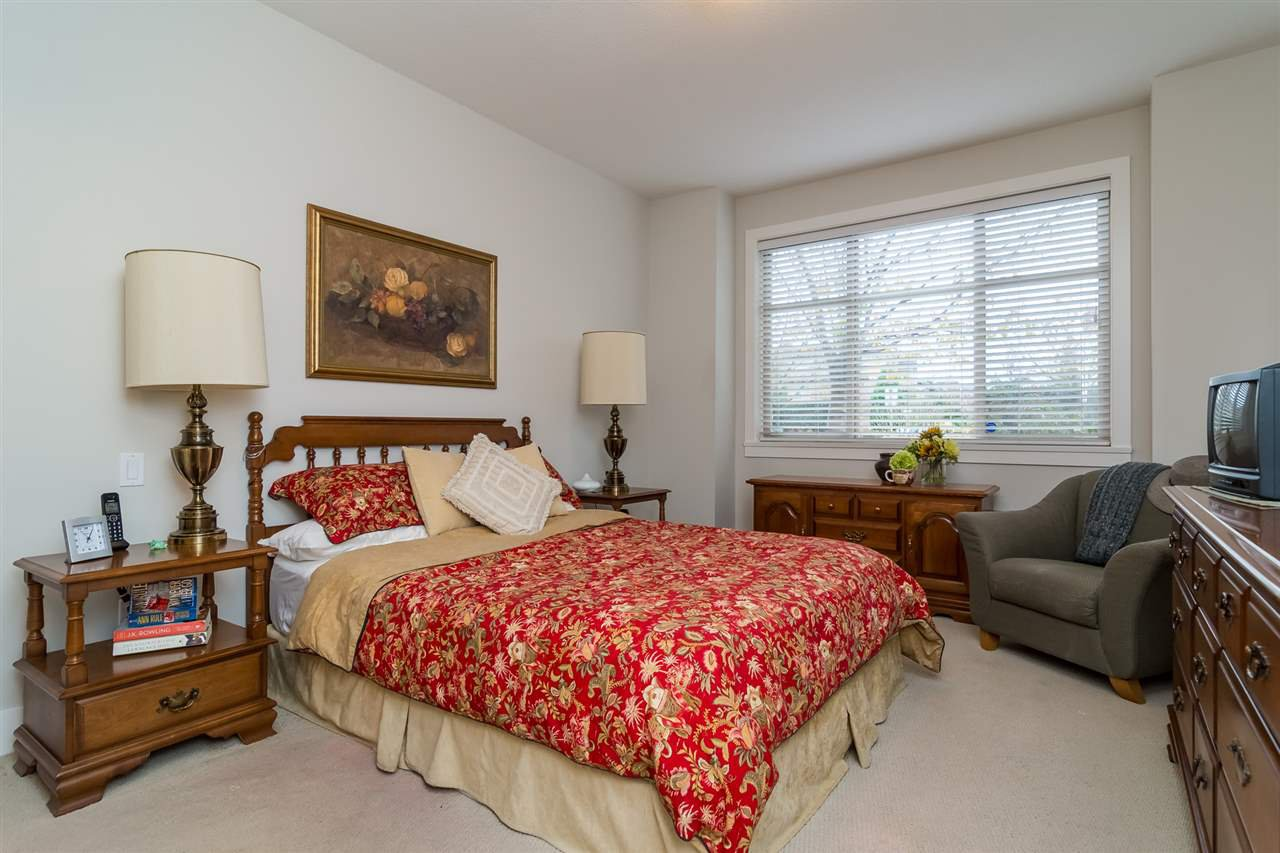 """Photo 9: Photos: 101 16499 64 Avenue in Surrey: Cloverdale BC Condo for sale in """"ST. ANDREWS At Northview"""" (Cloverdale)  : MLS®# R2133630"""