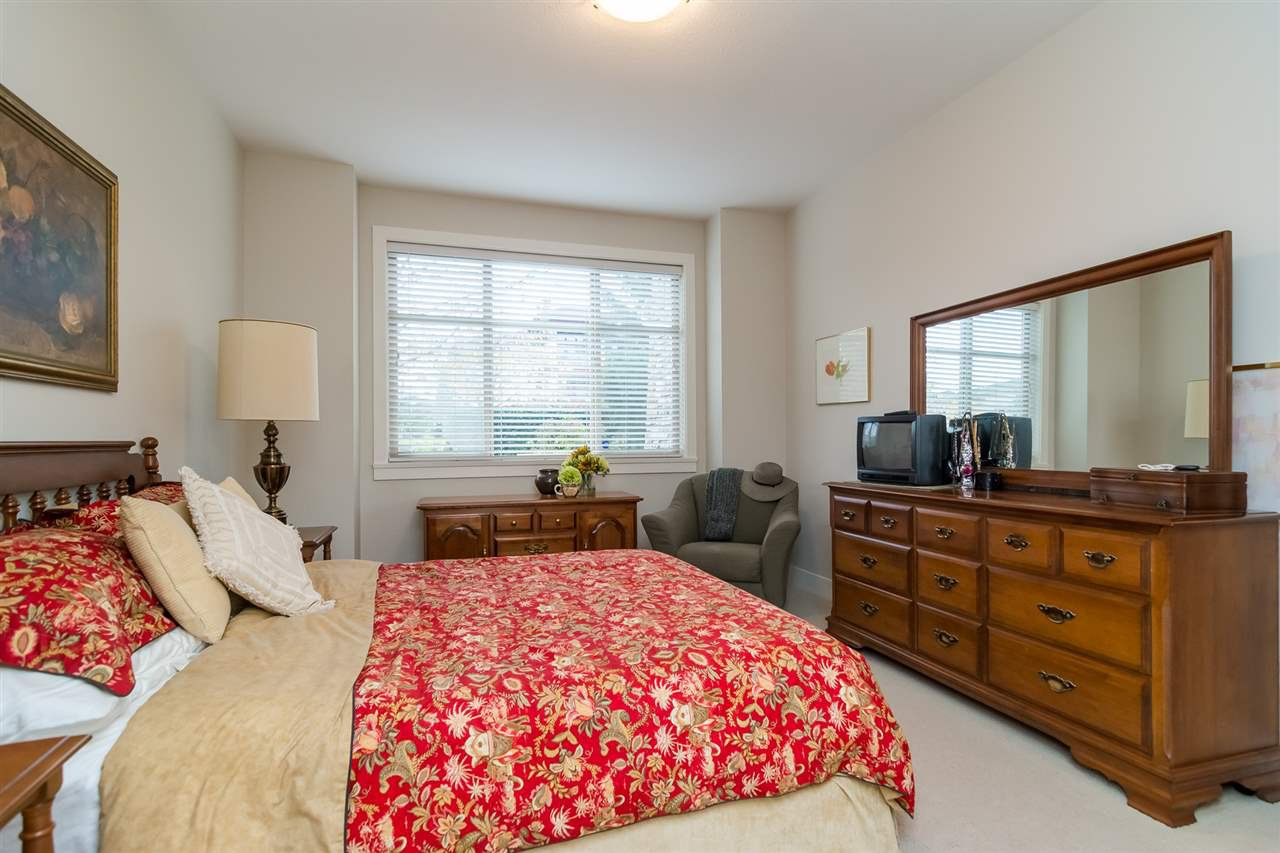 """Photo 10: Photos: 101 16499 64 Avenue in Surrey: Cloverdale BC Condo for sale in """"ST. ANDREWS At Northview"""" (Cloverdale)  : MLS®# R2133630"""