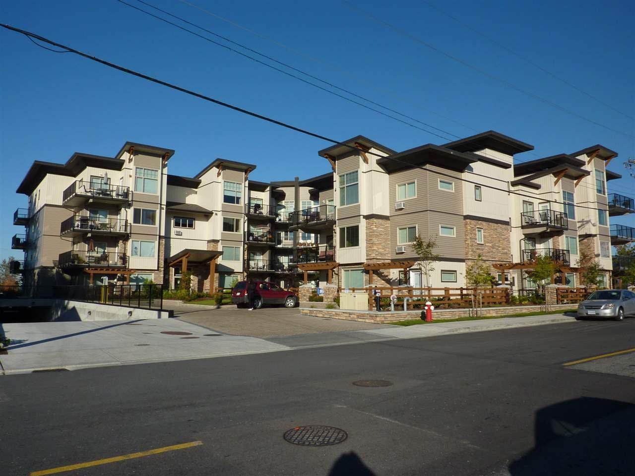 "Main Photo: 211 11935 BURNETT Street in Maple Ridge: East Central Condo for sale in ""KENSINGTON PLACE"" : MLS®# R2146036"