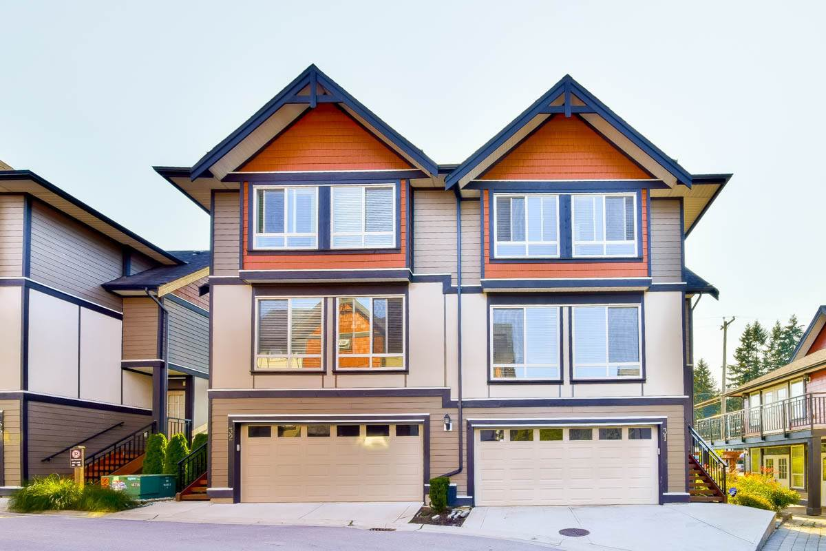 Main Photo: 31 6378 142 Street in Surrey: Sullivan Station Townhouse for sale : MLS®# R2152864