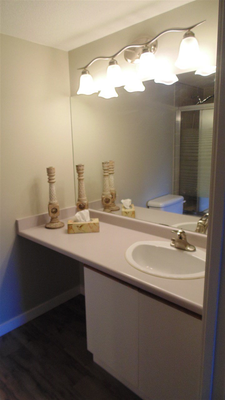 "Photo 9: Photos: 308 7175 134 Street in Surrey: West Newton Condo for sale in ""Sherwood Manor"" : MLS®# R2186794"