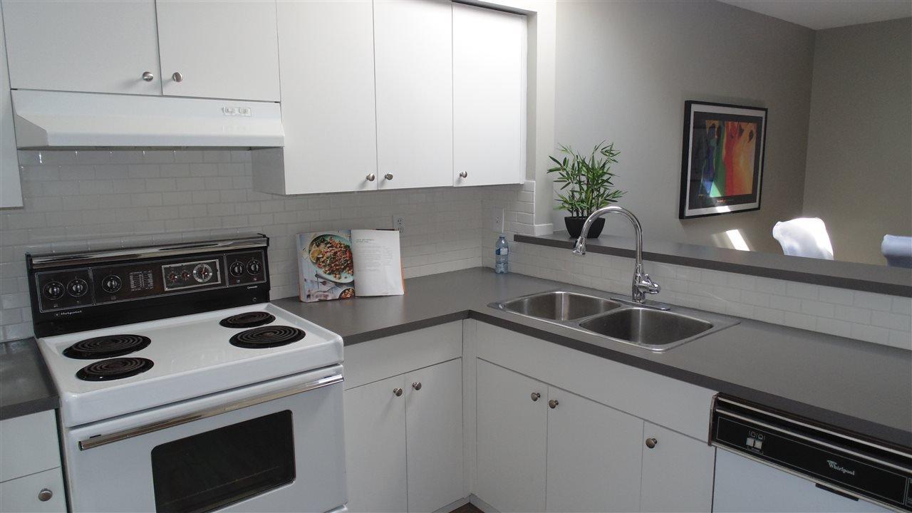"Photo 5: Photos: 308 7175 134 Street in Surrey: West Newton Condo for sale in ""Sherwood Manor"" : MLS®# R2186794"