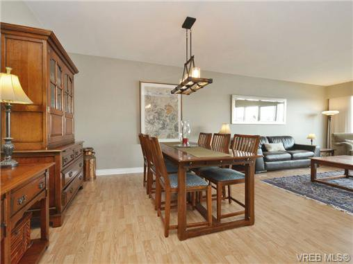 Main Photo: 203 1476 Beach Drive in VICTORIA: OB South Oak Bay Residential for sale (Oak Bay)  : MLS®# 361099