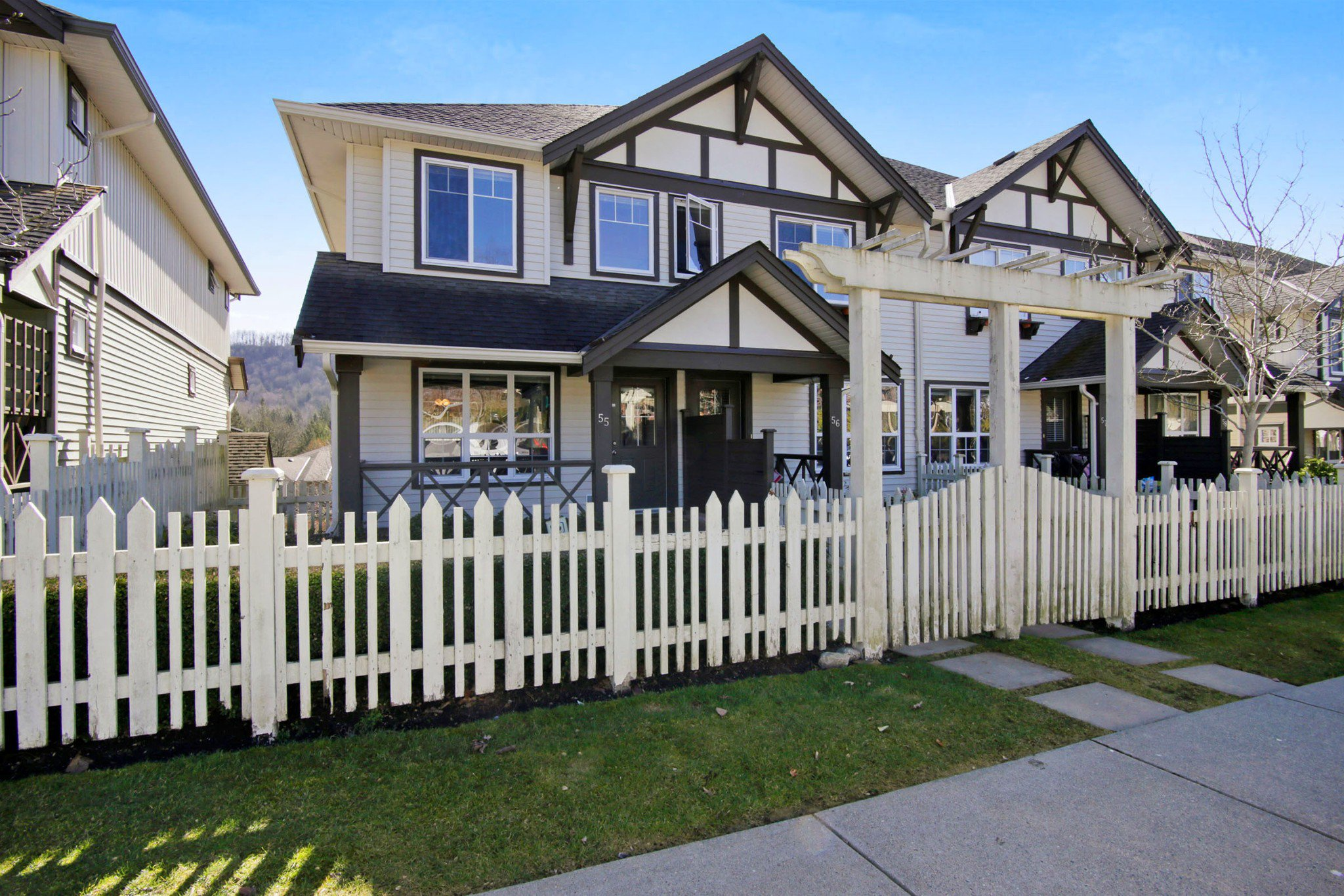 """Main Photo: 55 4401 BLAUSON Boulevard in Abbotsford: Abbotsford East Townhouse for sale in """"SAGE AT AUGUSTON"""" : MLS®# R2252535"""