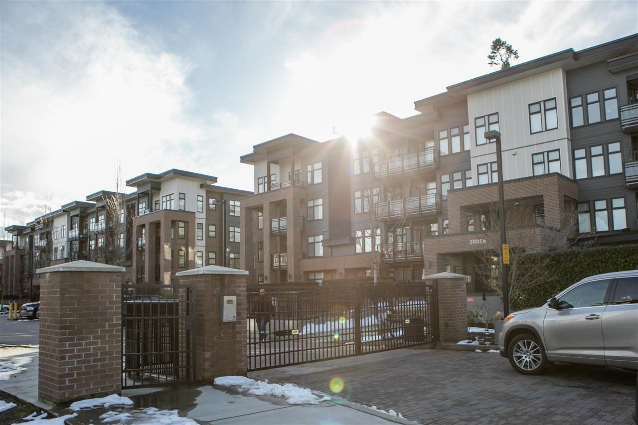 Main Photo: 205 20068 FRASER HIGHWAY in Langley: Langley City Condo for sale : MLS®# R2242625