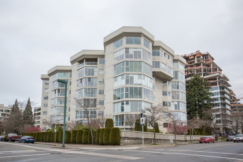 "Main Photo: 115 1442 FOSTER Street: White Rock Condo for sale in ""White Rock Square 2"" (South Surrey White Rock)  : MLS®# R2425545"