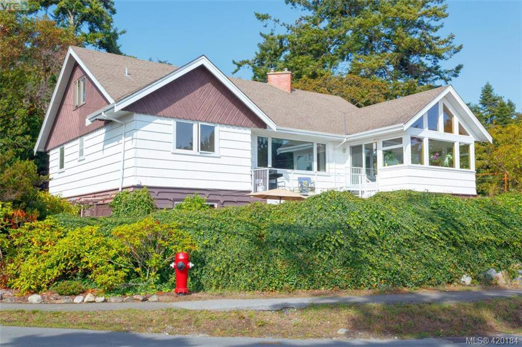 Main Photo: 2954 Tudor Ave in VICTORIA: SE Ten Mile Point Single Family Detached for sale (Saanich East)  : MLS®# 831607