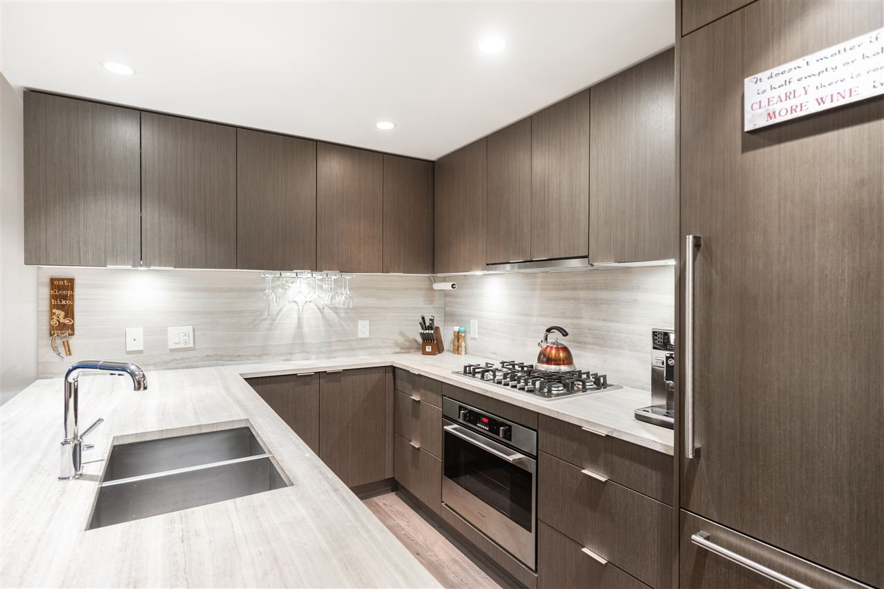 "Main Photo: 703 112 E 13TH Street in North Vancouver: Central Lonsdale Condo for sale in ""CentreView"" : MLS®# R2430158"