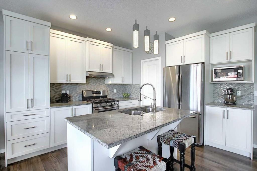 Beautiful and bright modern kitchen.