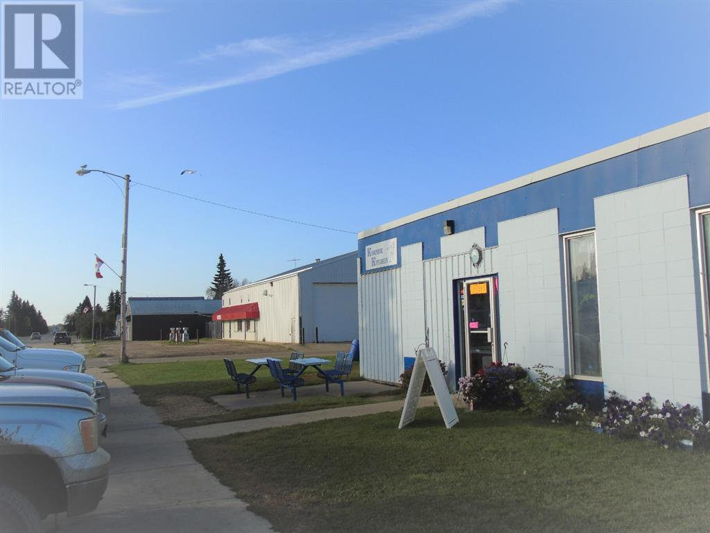 Main Photo: 240 Centre Street in Kinuso: Business for sale : MLS®# A1034979