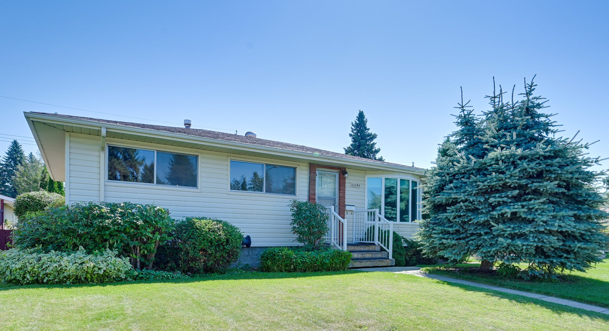 Main Photo: 10643 61 Street in Edmonton: House for sale