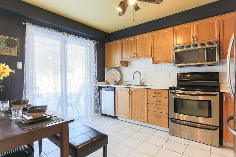 Photo 5: Photos: 77 Fulton Crest in Whitby: Williamsburg House (2-Storey) for sale : MLS®# E2844082