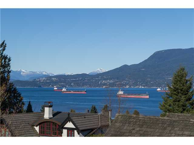 """Main Photo: 1966 SASAMAT Place in Vancouver: Point Grey House for sale in """"POINT GREY"""" (Vancouver West)  : MLS®# V1053175"""