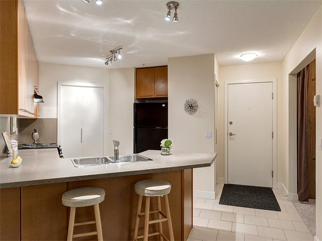Photo 6: Photos: 224 35 RICHARD Court SW in Calgary: Lincoln Park Condo for sale : MLS®# C4021512